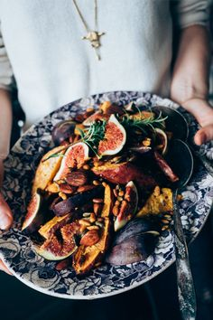 Maple Chili Roasted Sweet Potato with Figs, Pine Nuts and Pepitas. are you kidding me Fig Recipes, Side Dish Recipes, Veggie Recipes, Whole Food Recipes, Vegetarian Recipes, Cooking Recipes, Healthy Recipes, Roasted Sweet Potatoes, Dessert