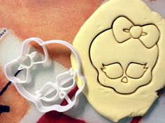 Monster High Cookie Cutter - Made from Biodegradable Material by StarCookies on Etsy https://www.etsy.com/listing/203634435/monster-high-cookie-cutter-made-from