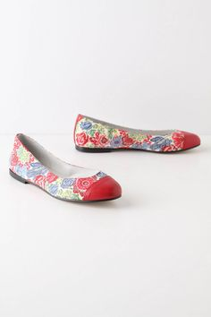 How cute would these shoes be with a nice floral spring dress? Just sayin...