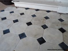 Photo octagonal stone tiles and cabochons French Tile, Creative Flooring, Tiles, Marble Design, Stone Flooring, Limestone Flooring, Black Tiles Kitchen, Flooring, Natural Stone Tile