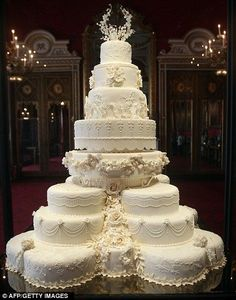 Wow!  Absolutely Gorgeous!  http://www.dailymail.co.uk/femail/article-2017554/Are-Kate-Middleton-Prince-William-planning-family-They-save-wedding-cake-tier.html #amazingweddingcakes