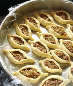 Görüntünün olası içeriği: yiyecek Source by sevkettopcuoglu Baking Recipes, Snack Recipes, Good Food, Yummy Food, Breakfast Items, Arabic Food, Iftar, Turkish Recipes, Snacks