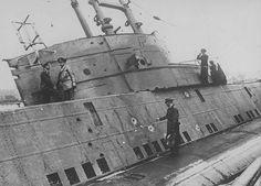 "Denmark Frederikshavn, officers of the Kriegsmarine inspect the British submarine ""HMS Seal N37"", captured on May 5, 1940 ~ BFD"