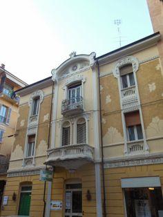 Cuneo e dintorni: Dettagli Liberty in Cuneo