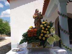 29 de Agosto de 2012 - Rendo Flores Arte Floral, Flowers, Painting, Iglesias, Altar Decorations, Flower Arrangements Simple, Tulips, Garden, Saints