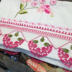 İğne Oyası Yazma Modelleri ve Havlu Kenarı Modelleri 60 Needle Lace Writing Models und Towel Edge Models 60 Viking Tattoo Design, Viking Tattoos, Hobbies And Crafts, Diy And Crafts, Sunflower Tattoo Design, Needle Lace, Turkish Towels, Homemade Beauty Products, Filet Crochet