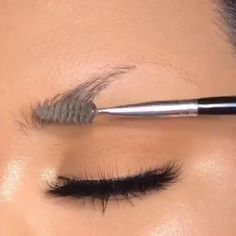 Watch rachelspring recreate her everyday brow look using a trial size Anastasia Brow Pomade and Kat Von D LockIt Concealer Créme both featured in this months Play. Eyebrow Makeup Tips, Makeup Videos, Beauty Makeup, Eye Makeup, Makeup Tutorial Videos, Makeup Application, Eyebrow Tutorial, Makeup Hacks, Eyebrow Pencil