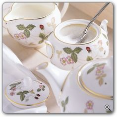 Wedgewood Wild Strawberry = my favorite china pattern