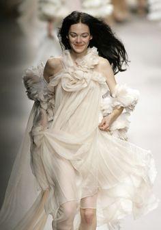 mcqueenadillo:  mentalstability:  Kinga Rajzak @ Sonia Rykiel Spring 2008  She was the cutest in that show!
