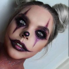 Looking for for ideas for your Halloween make-up? Browse around this site for cute Halloween makeup looks. Halloween Makeup Clown, Joker Halloween, Halloween Makeup Looks, Halloween Nails, Easy Clown Makeup, Clown Makeup Tutorial, Doll Eye Makeup, Clown Halloween Costumes, Halloween Inspo