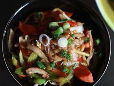 A delectable yet simple vegetarian chow mein. Delicate organic veggies served over Pan-fried Noodles Diet Recipes, Vegetarian Recipes, Healthy Recipes, Healthy Food, Veggie Chow Mein, Fondue, Veggie Delight, Quorn, Gourmet