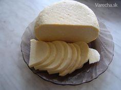 Syrek - (Hrudka)  Tradiční velikonoční jídlo na východním Slovensku.  Existuje sladká i slaná verze.