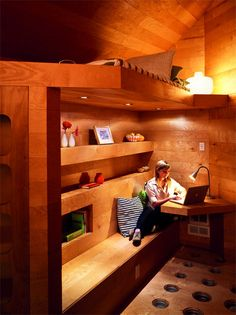 Love the recessed lights and built-in shelves - bench can be multipurpose (seat and additional display).