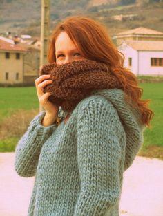 Lo genial de tejer con agujas del 15 es que cuando el frío aprieta, como este año, puedes tener en una semana un súper jersey o una chaqueta como esta, calentita, súper versátil y fácil de tejer. Y…