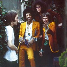 The Jimi Hendrix Experience hanging with Steve Marriott of Humble Pie and Small Faces Jimi Hendrix Experience, Joe Cocker, John Wesley, Dave Matthews Band, Neil Young, Eric Clapton, Rock N Roll Music, Rock And Roll, Bob Dylan