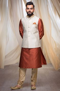 Buy Red Luxurious Kurta from our latest Durga Puja Collection. Select from a wide range of designer sherwanis, dhoti kurta, indo-western wear, kurtas & pathani online. Sherwani For Men Wedding, Wedding Dresses Men Indian, Wedding Dress Men, Sherwani Groom, Wedding Suits, Indian Men Fashion, Mens Fashion Wear, Suit Fashion, Kurta Pajama Men