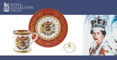 Möchten Sie mehr über die Royal Collection erfahren, von denen wir z.B. Schmuck oder auch das beliebte Buckingham Palace Geschirrtuch im Sortiment führen? Dann klicken Sie mal hier: