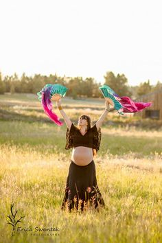 LOVE this maternity shot by Erica Swantek Photography, Bend Oregon