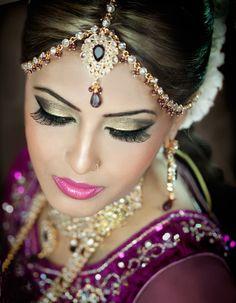 Indian bride wearing bridal lehenga and jewelry. Bridal Eye Makeup, Indian Bridal Makeup, Asian Bridal, Bride Makeup, Wedding Makeup, Bridal Hair, Beautiful Indian Brides, Beautiful Bride, Braut Make-up