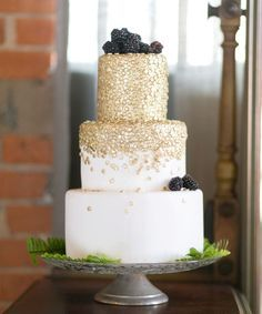 Gold and white wedding cake with a touch of blackberries... I'm in love. Must do for fun!