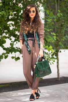 44 Street Style Inspiration with Casual Work Outfit for Women - Fashionmgz Boho Outfits, Boho Work Outfit, Fashion Outfits, Edgy Work Outfits, Creative Work Outfit, Green Outfits, Vintage Style Outfits, Fashion Clothes, Fashion Moda