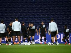 O FC Porto voltou a treinar esta quarta-feira no Olival, em dose dupla. O técnico Nuno Espírito Santo orientou uma sessão matinal, às 10:00, e uma da parte