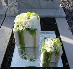 Thinking out of the box for a unique and stylish Guest Table.- Thinking out of the box for a unique and stylish Guest Table Centerpiece Thinking out of the box for a unique and stylish Guest Table Centerpiece - Flower Wreath Funeral, Funeral Flowers, Modern Floral Arrangements, Beautiful Flower Arrangements, Wooden Flowers, Rustic Flowers, Deco Floral, Arte Floral, Grave Decorations