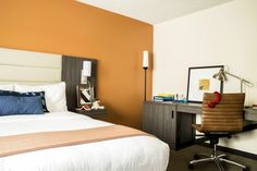 Our Queen Bed room at Hotel Avante are perfect for the business traveler, outfitted with idea pads next to the bed for those 2 a. Executive Toys, Stanford University, Queen Beds, Mountain View, Outdoor Pool, Hotel Offers, A Boutique, Lounge, Bedroom