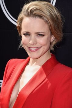 3 Ways Rachel McAdams Flawlessly Deals With Growing Out a Short Haircut