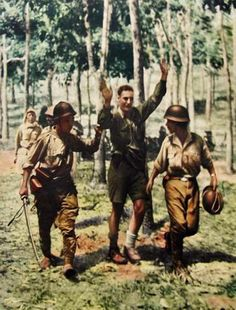 British Soldier captured by the Japanese at The Battle of Singapore, 1942 - pin by Paolo Marzioli Pin it by Gustavo Bueso Jacquier British Armed Forces, British Soldier, Malayan Emergency, Ww2 Photos, Photographs, Army Infantry, Japanese History, War Photography, Army Soldier