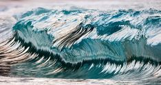 New Photographs of Crashing Ocean Waves Frozen in Time by Pierre Carreau  http://www.thisiscolossal.com/2015/02/aquaviva-wave-photos-pierre-carreau/