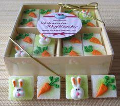 *16 wunderschöne, dekorierte Würfelzucker mit Osterhase und Möhrchen*    4 Würfel mit Osterhase  12 Würfel mit Möhrchen    Eine herrliche Frühlingsdeko für die Osterkaffeetafel! Oder als Ostergeschenk!