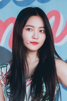 K-Pop Babe Pics – Photos of every single female singer in Korean Pop Music (K-Pop) Seulgi, Red Velvet イェリ, Red Velvet Irene, Park Sooyoung, Kpop Girl Groups, Kpop Girls, K Pop, Red Valvet, Kim Yerim
