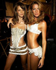 Carmen Kass and Gisele Bundchen struck a sexy pose backstage the 2002 Victoria's Secret Fashion Show runway, which was held November at the Lexington Avenue Armory in New York City. Carmen Kass, Victorias Secret Models, Victoria Secret Fashion Show, Sexy Posen, Gisele Bündchen, Vs Fashion Shows, Victoria Secrets, Girl Model, Fashion Pictures