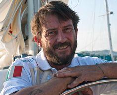 Giovanni Soldini nasce a Milano, il 16 maggio del 1966. Grande velista italiano, tecnicamente skipper, campione di regate oceaniche, è divenuto famoso soprattutto per le sue traversate in solitaria, come i due celebri giri del mondo e le oltre 30 navigazioni transoceaniche compiute…