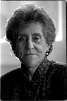 """Carmina Virgili fue una geóloga, gestora científica y política española. Superó todos los prejuicios que había en su época por su condición de mujer, y nunca se arredró por la """"atmósfera machista"""" que se respiraba en la época de la dictadura."""