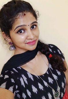Beautiful Girl Facebook, Beautiful Girl In India, Beautiful Blonde Girl, Beautiful Girl Photo, Most Beautiful Indian Actress, Beautiful Women, Beautiful Hijab, Indian Natural Beauty, Indian Beauty Saree