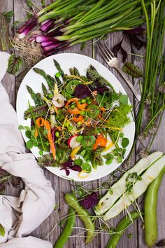 Summer Market Salad with miso-mustard dressing ~ Healthy Eating is what Organic Life is all about. Healthy Soup Recipes, Healthy Salads, Raw Food Recipes, Veggie Recipes, Vegetarian Recipes, Healthy Eating, Salad Recipes, Alkaline Recipes, Foods That Contain Protein