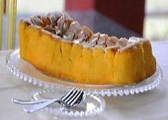 Pão-de-ló Coberto (Vizela) Portuguese Desserts, Portuguese Recipes, Portuguese Food, Easter Table, Sweet Recipes, Salad Recipes, Recipies, Deserts, Food And Drink