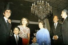 صورة للسادات و جيهان السادات مع شاة ايران و زوجتة و اولادة