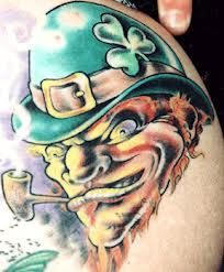 Irish leprechaun tattoos are the legendary tattoos mainly in Ireland. Leprechaun tattoo is normally credited with good, that's why decorated with a clover. Funny Tattoos, Up Tattoos, Tattoo Drawings, Small Tattoos, Cool Tattoos, Amazing Tattoos, Tatoos, Evil Leprechaun, Leprechaun Tattoos