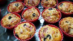 Swojskie jedzonko: Muffinki na słono-z salami,mozzarellą i oliwkami Muffins, Savoury Baking, Snacks Für Party, Kraut, Mozzarella, Catering, Good Food, Lunch Box, Food And Drink