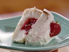 Strawberry Sparkle Cake recipe from Ree Drummond via Food Network (angel food cupcakes from box) Angel Cake, Angel Food Cake Pan, Köstliche Desserts, Delicious Desserts, Yummy Food, Sweet Desserts, Ree Drummond, Yummy Treats, Sweet Treats