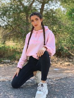 Preteen Girls Fashion, Girl Fashion, Swag Outfits For Girls, Girl Outfits, Loungewear Outfits, Girl Photo Shoots, Model Poses Photography, Friend Poses, Tumblr Outfits