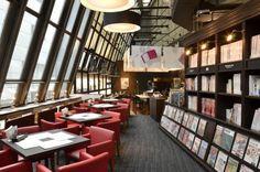 渋谷シティラウンジ in 渋谷区, 東京都|渋谷ロフト2Fにあるカフェです。ここはライブラリーカフェで、さまざまな趣味の雑誌・書籍を発行するエイ出版社が運営をしています。カメラやバイク、サーフィン、登山、洋書等、ジャンルが幅広いので、お気に入りが見つかるはず。   天井が高いので圧迫感がなく、カウンター席には電源があります。どのカウンター席も2人用席なのでPC作業もはかどります。