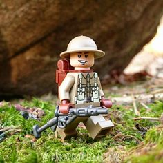 Custom LEGO Minifigure of the Week - British Soldier by pankapokoproductions Lego Bed, Lego Soldiers, Nerf Toys, Lego Army, Lego Boards, Amazing Lego Creations, Lego Minifigs, Star Wars Pictures, British Soldier