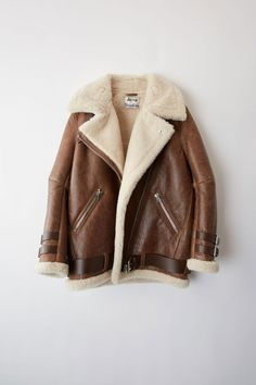 Acne Studios dark brown/beige midsize shearling jacket inspired by a classic aviator style. Fall Winter Outfits, Autumn Winter Fashion, Colorful Fashion, Trendy Fashion, Style Board, Neutral, Aviator Jackets, Sheepskin Coat, Vintage Leather Jacket