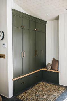 Cheap Home Decor Love these green cabinets in the mudroom and the rug!Cheap Home Decor Love these green cabinets in the mudroom and the rug! Best Interior, Interior And Exterior, Exterior Paint, Nordic Interior, Cafe Interior, Flur Design, Green Cabinets, Interior Design Studio, Green Interior Design