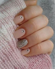 Bild über We Heart It https://weheartit.com/entry/149894351/via/28965686 #diamonds #glitter #manicure #nails #pink