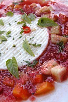 zuppa fredda di pomodoro. cold tomatoes soup